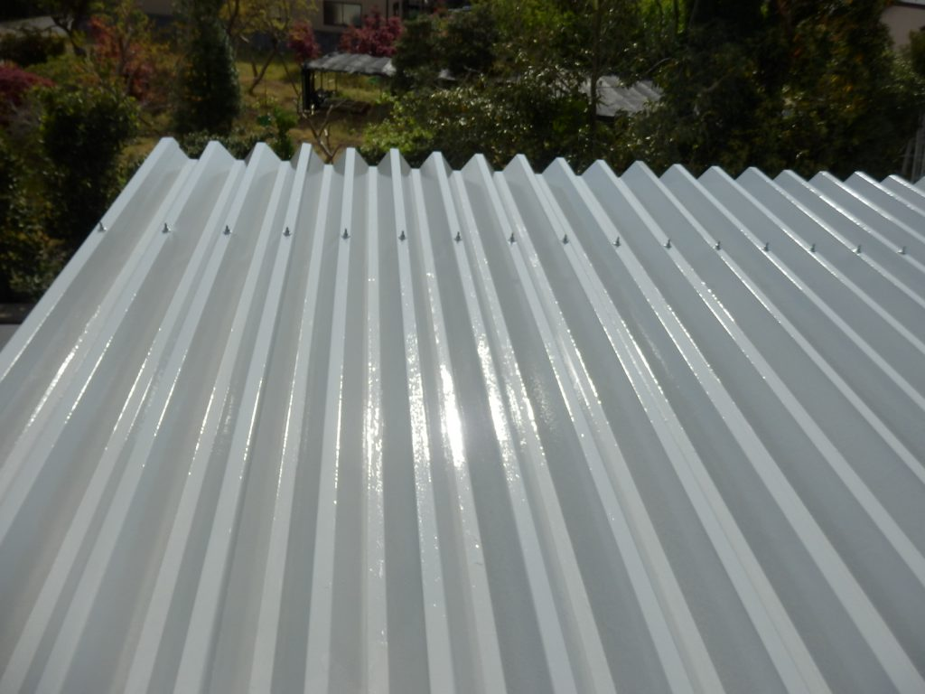 折半屋根の施工完了