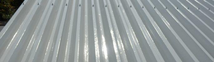 折板屋根の上塗りの塗装が完了|千葉県匝瑳市のS様邸
