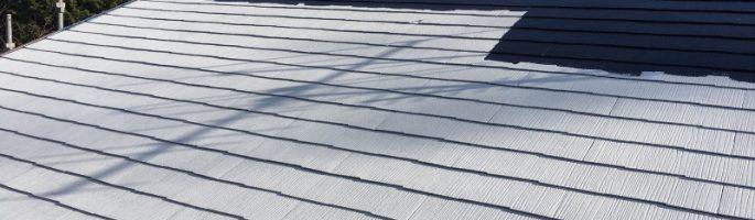 劣化による屋根の塗装工事(中塗り作業中)|千葉県茂原市のお客さま
