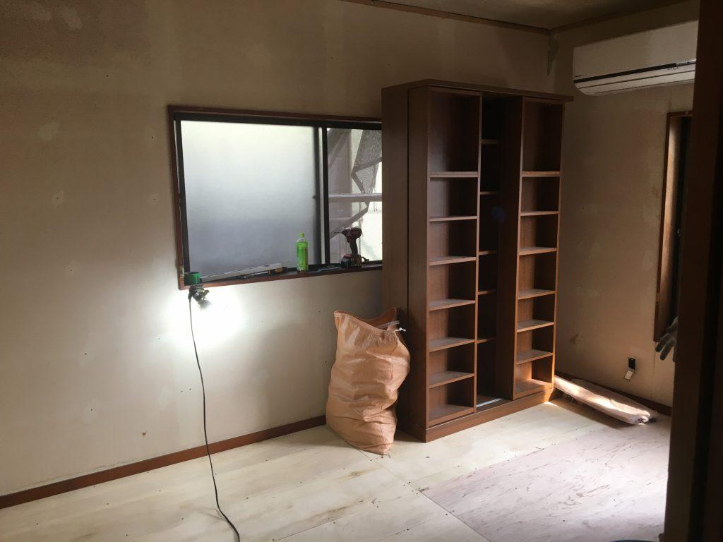 床の張り替え施工中