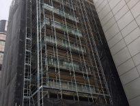 ビルの仮設足場の組み立て工事(SPS構造) 東京都豊島区東池袋の某商用ビル