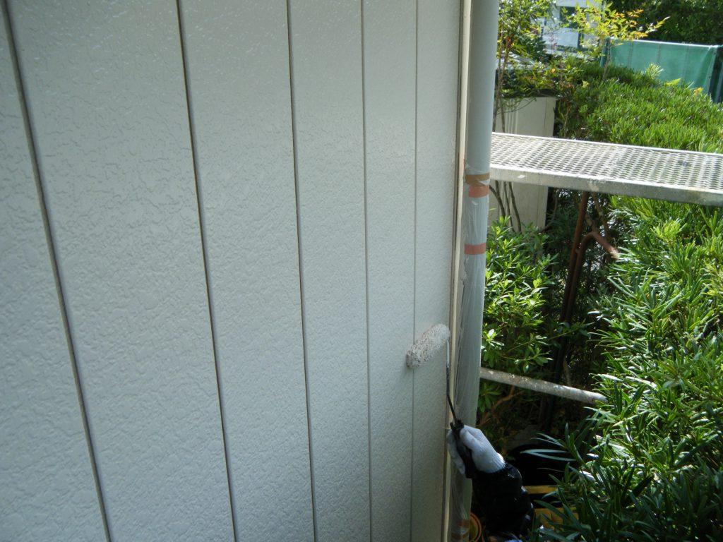 外壁の上塗り中