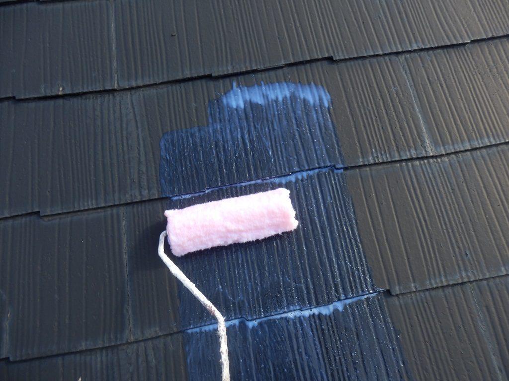 屋根の下塗り中