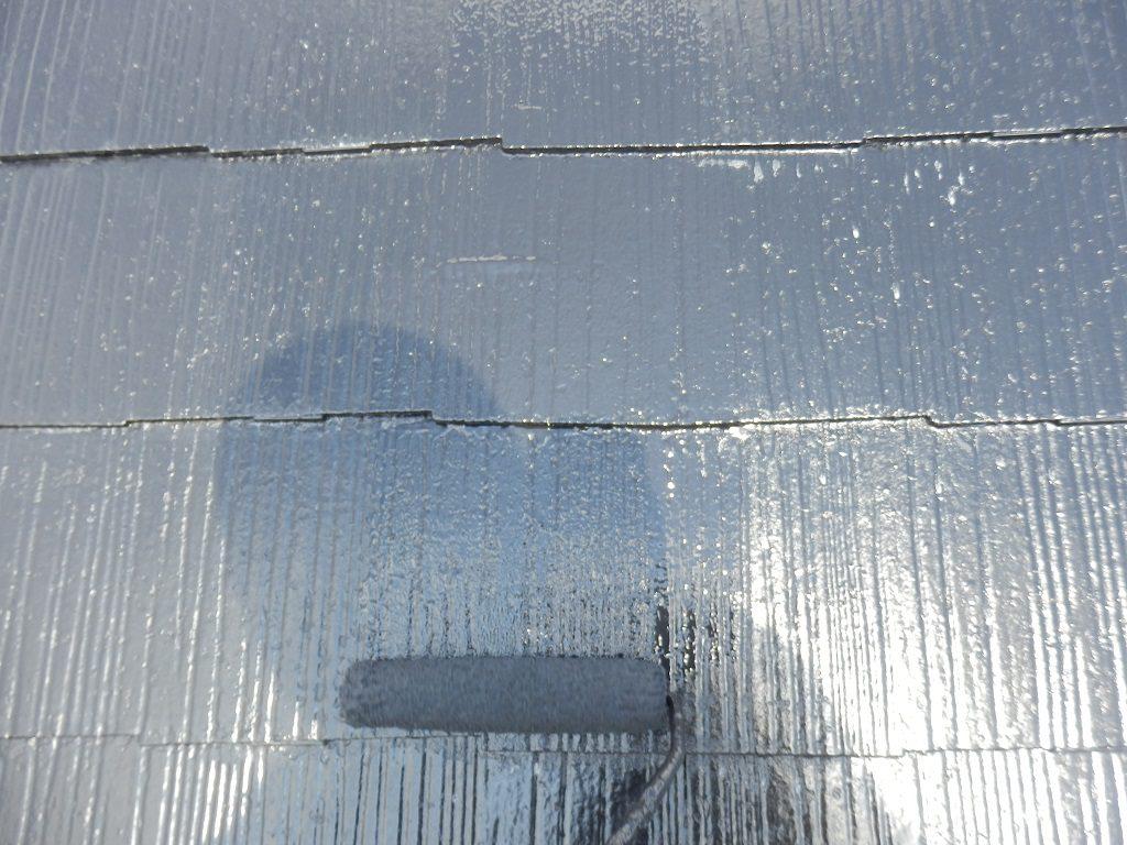 屋根の上塗り中