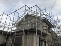 木造戸建ての仮設足場の組み立て工事|千葉県千葉市花見川区のE様邸の施工事例