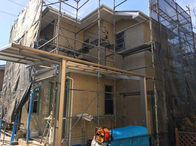 分譲住宅の仮設足場の組み立て工事