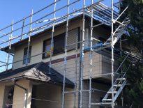 木造二階建ての仮設足場の組み立て工事|千葉県千葉市若葉区のT様邸の施工事例