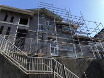 木造二階建ての仮設足場の組み立て|千葉県千葉市松ヶ丘にお住いのF様邸の足場工事