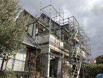 木造三階建ての仮設足場の組み立て|千葉県白井市にお住いのO様邸の足場工事