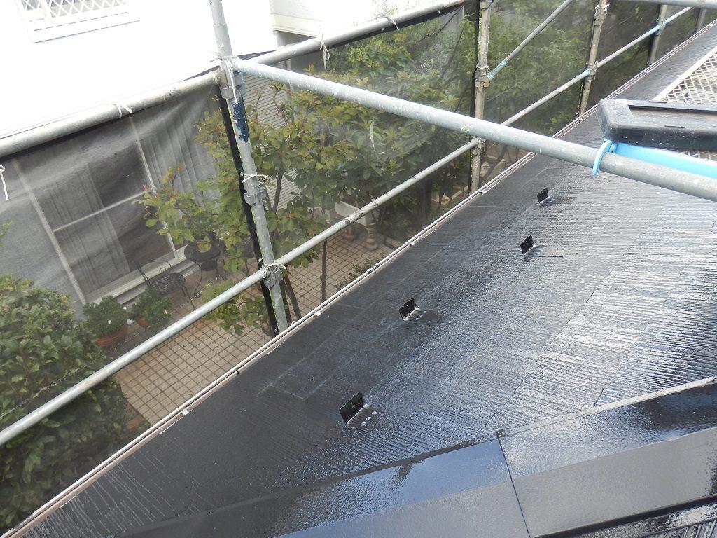 鉄部(棟板金)の塗装、及び雪止めの設置