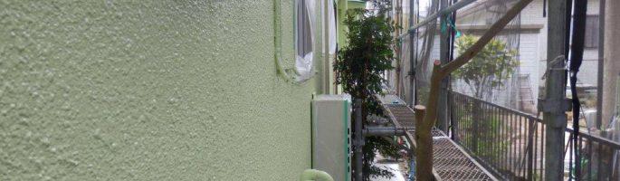 グリーン色の外壁塗料での中塗り・上塗り|千葉県船橋市のI電気様にて塗り替えリフォーム