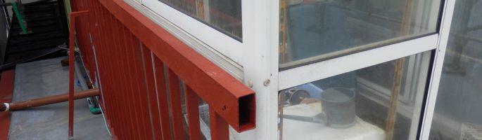 鉄部のケレン後の下塗り(錆止め)|千葉県船橋市のI電気様にて塗り替えリフォーム