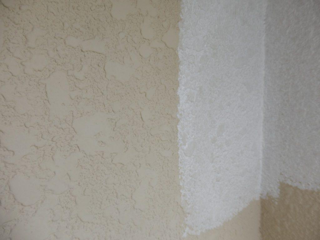 外壁の下塗り中