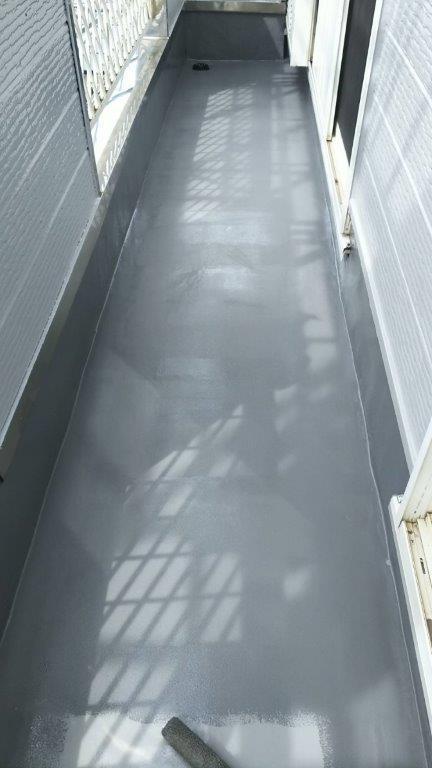 ベランダの防水工事(ウレタン密着工法)|千葉県船橋市の木造アパートにてリフォーム工事