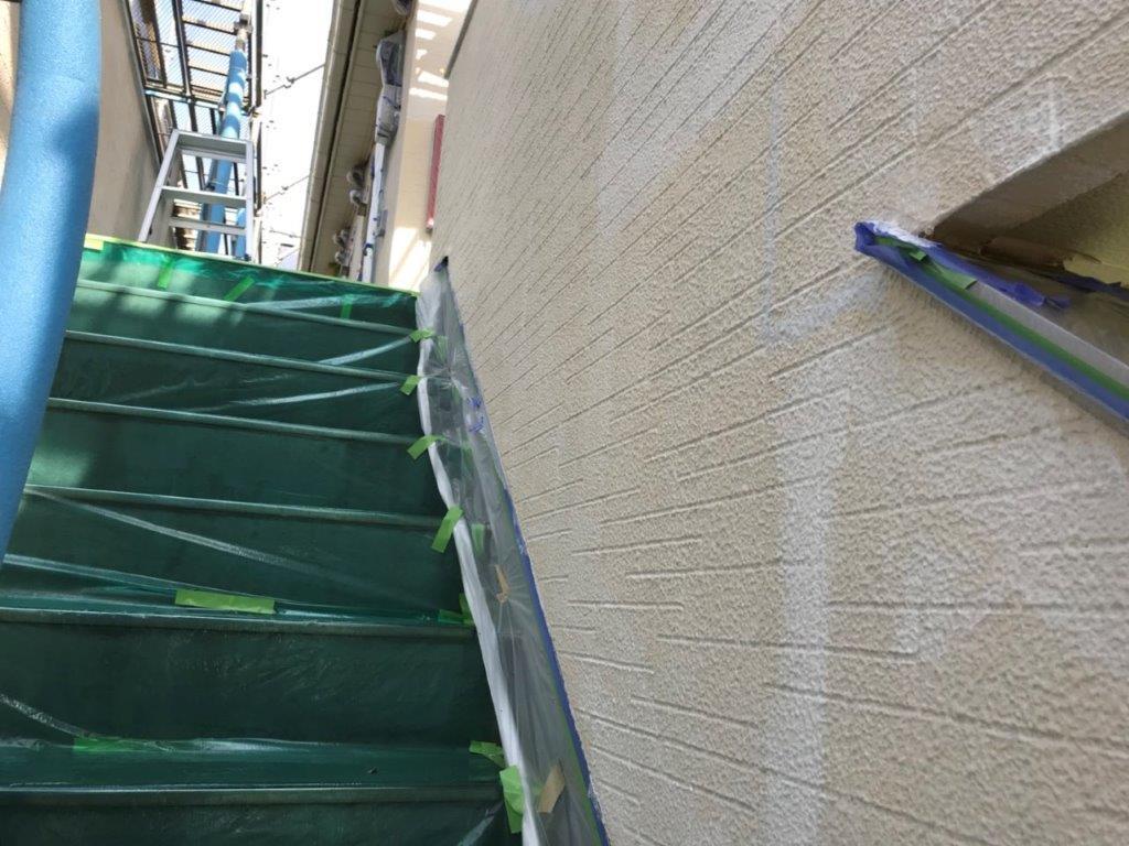 外階段部の下塗り
