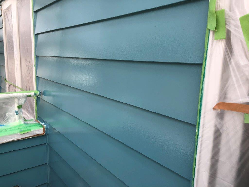 外壁の上塗り後