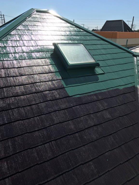 屋根の中塗り中