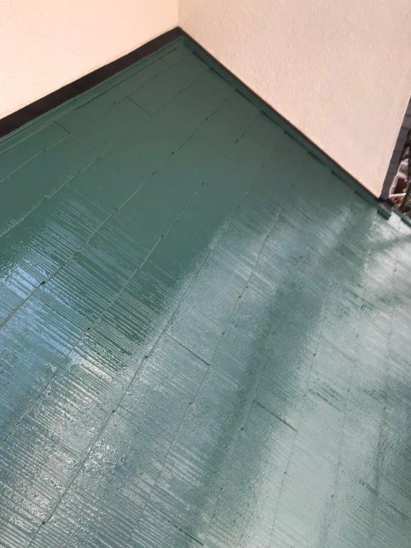 屋根の中塗り後