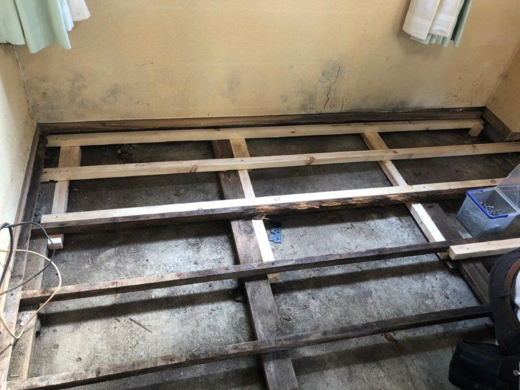 床の造作中