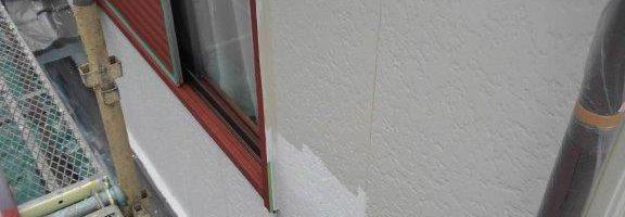 千葉県佐倉市のW様邸にて外壁の塗装工事(下塗り塗装)