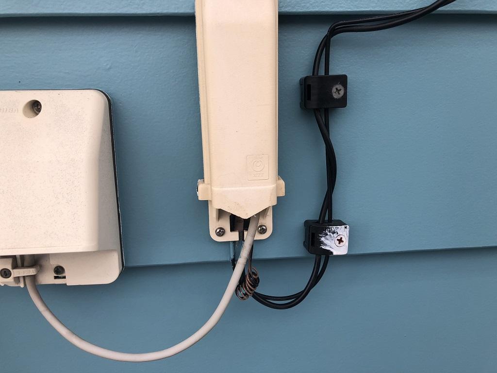 外壁に付帯する配線設備