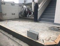 千葉市中央区のUアパートにて剥がれた玄関タイルの張り替え工事