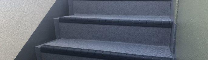 共用階段の防滑ステップシート(タキステップ)を貼り付け|東京都文京区のマンションにて外装リフォーム
