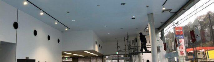 天井の塗装工事|千葉県酒々井町の自動車ディーラーにて内装塗装