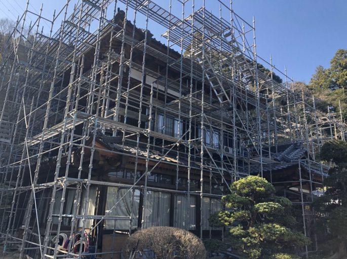 日本家屋の改修に伴う仮設足場の組み立て