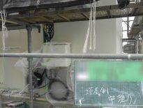 塔屋 外壁の中塗り塗装|千葉県四街道市のマンションにて塗り替えリフォーム中