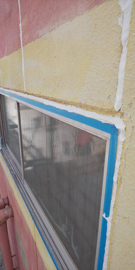 窓枠コーキング