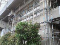 JR高架下の補修工事に伴う仮設足場の組み立て|江戸川区葛西にて足場工事