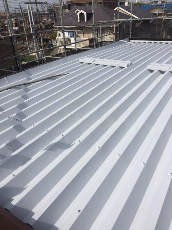 折半屋根の塗り替え塗装後