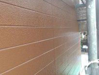 外壁の上塗り塗装|千葉県船橋市のTハイツにて塗り替えリフォーム中