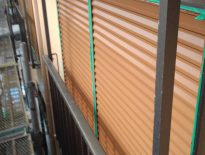 シャッターの上塗り塗装|千葉県船橋市のTハイツにて塗り替えリフォーム中