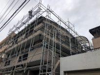 外壁・屋根の補修工事に伴う仮設足場の組み立て|千葉県習志野市のA様邸にて足場工事