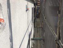 外壁の下塗り塗装(1回目の塗装) 千葉県成田市のN様邸にて塗り替え塗装中