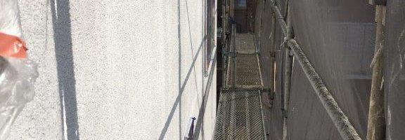 外壁の下塗り塗装(1回目の塗装)|千葉県成田市のN様邸にて塗り替え塗装中