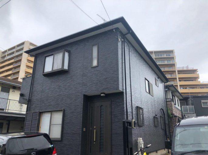 ブラックカラーの外壁