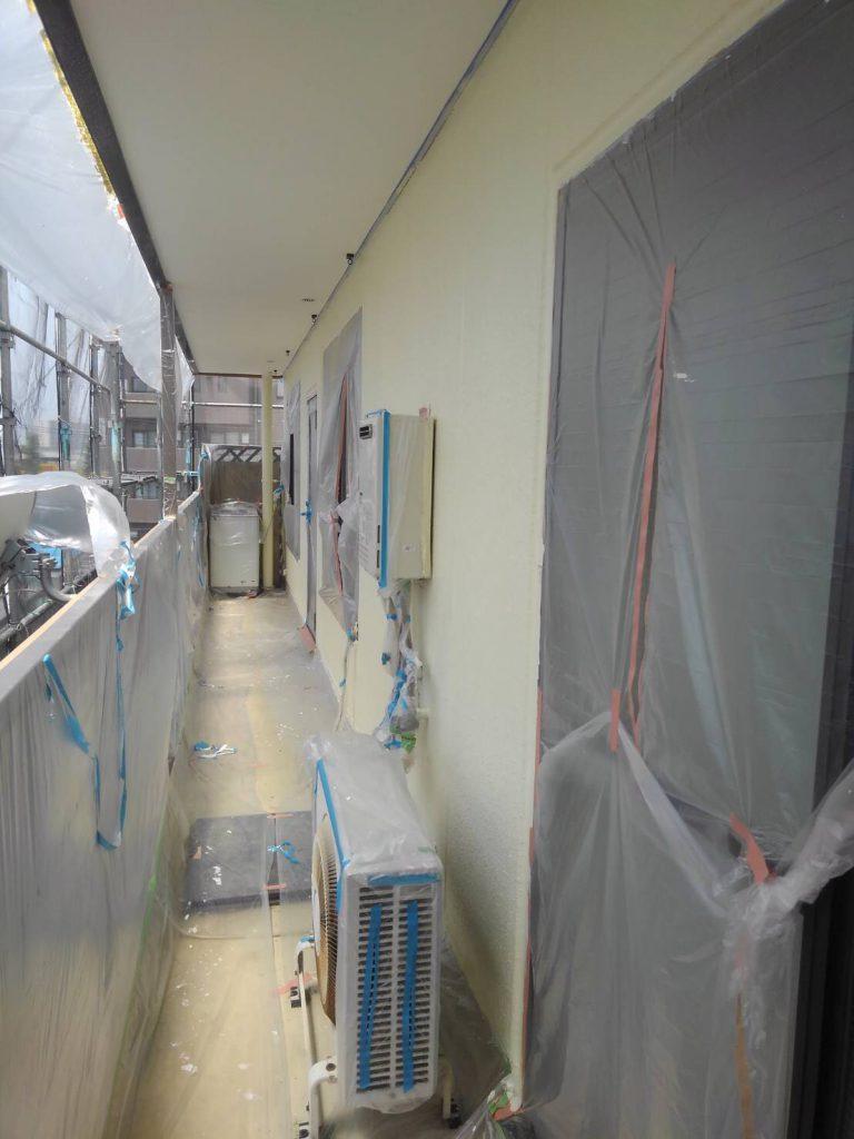 外壁の上塗り塗装後