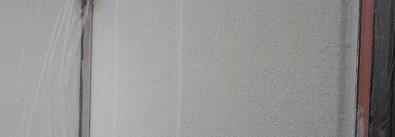 外壁の下塗り塗装|千葉県習志野市の賃貸アパートにて塗り替え塗装中