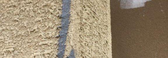 外壁のクラック(ひび割れ)補修|千葉県船橋市のM様邸にて塗り替えリフォーム中